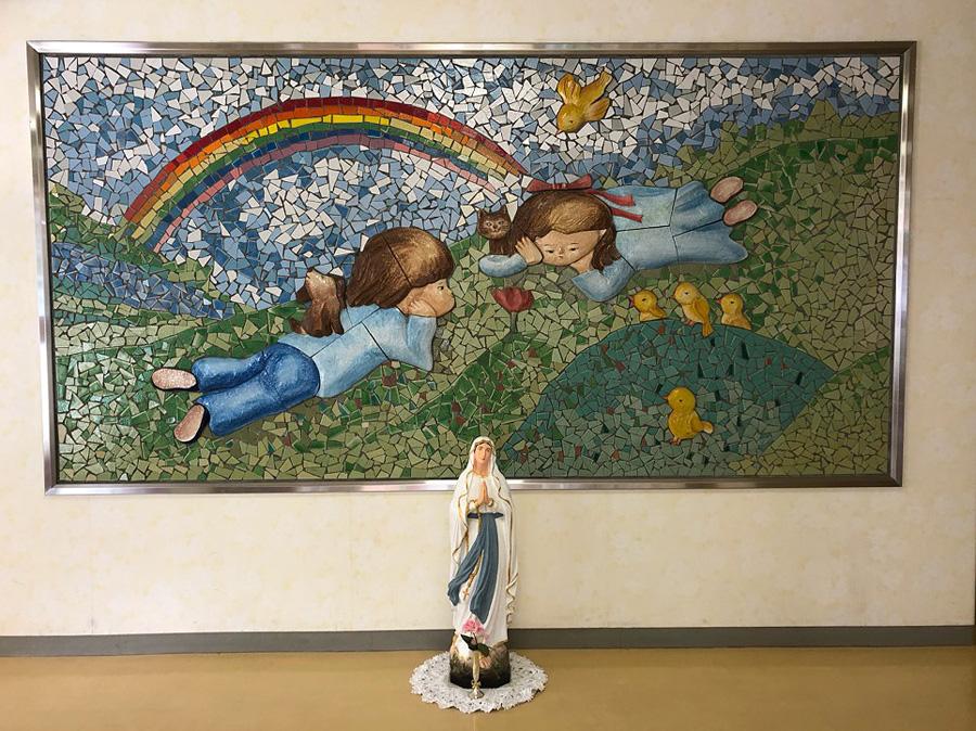 八幡カトリック幼稚園玄関